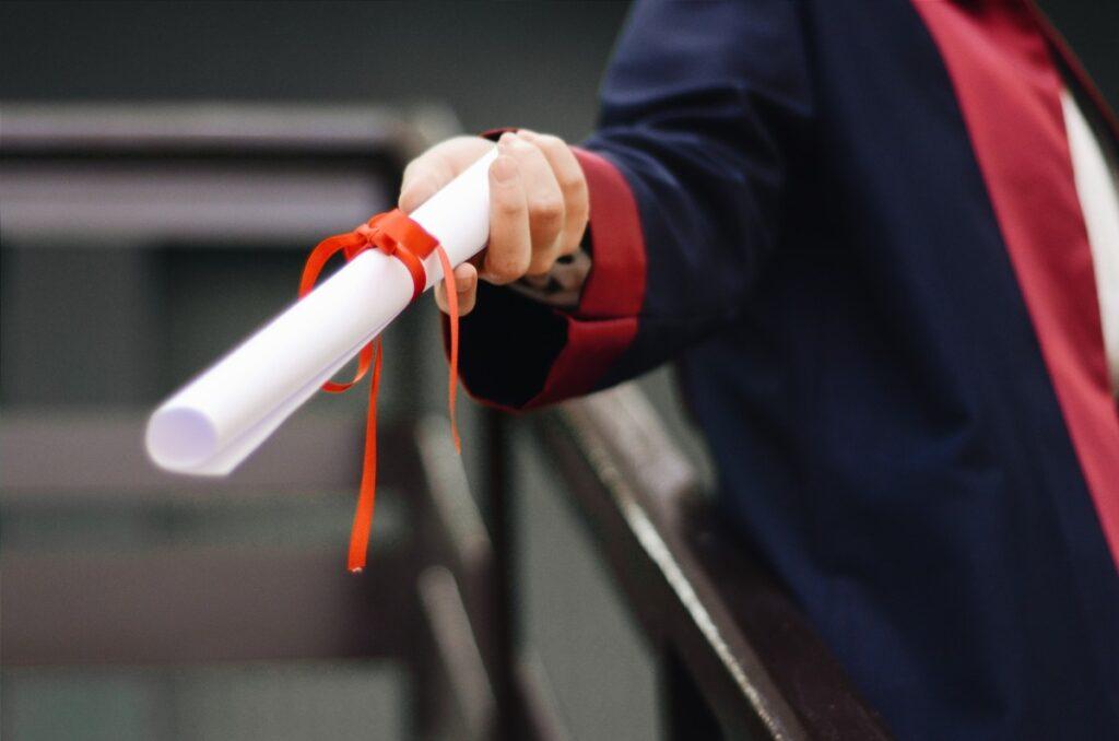 Redactar currículum recién graduado