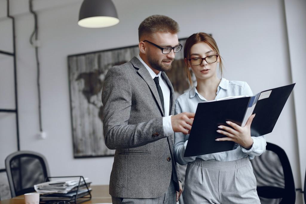 Trabajos administrativos títulos, cargos y descripciones
